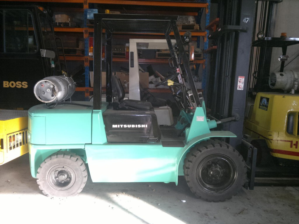 MITSUBISHI 3500KG COUNTER BALANCED FORKLIFT Standard Configuration 3500kg Mitsubishi Counter-Balanced Forklift equipped with Clearview Mast and Side-Shift.