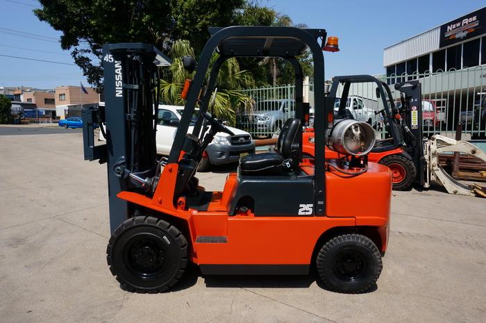 Nissan 2.5 Tonne (2500kg) LPG Counter Balanced Forklift