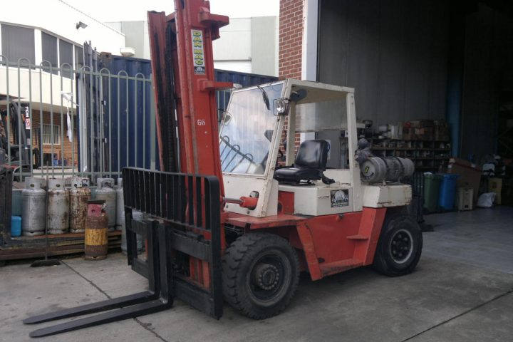 Nissan 5 Tonne (5000kg) LPG Counter Balanced Forklift
