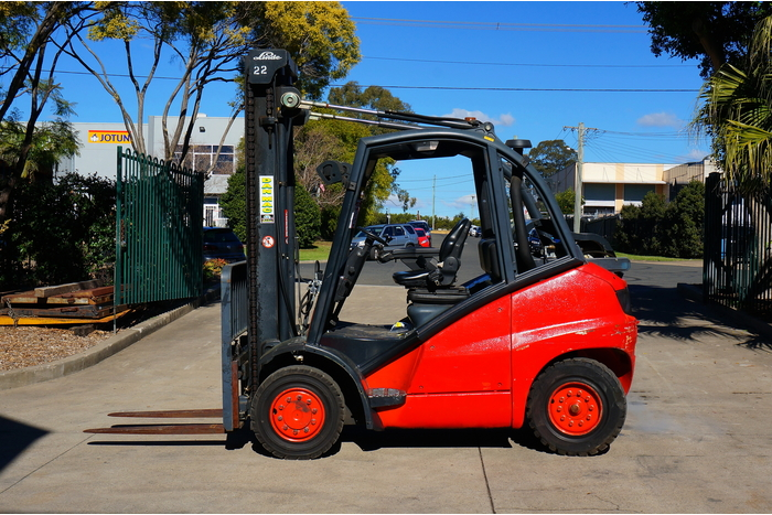 forklift for hire linde 4 tonne LPG counter balanced 1