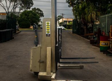 Crown 1 Tonne (1000kg) Electric Walk Behind Forklift