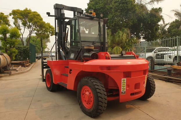 forklifts for hire sydney linde 12 tonne diesel counter balanced df92